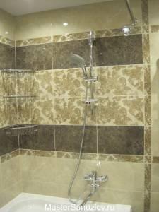 Фотография интересного дизайнерского решения для стены в ванной