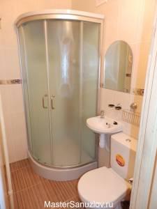 Компактная душевая кабина в ванной