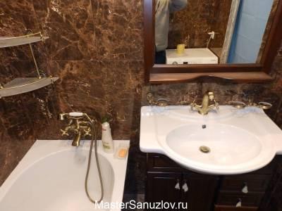 Керамическая плитка в ванную комнату с текстурой коричневого камня