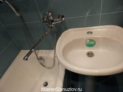Ванна в зеленовато-синем дизайне