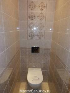 Классический орнамент на керамической плитке  в туалете