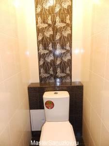 Плитка с изображением бабочек в интерьере туалета