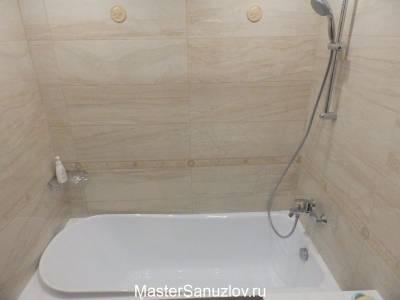 Плитка с текстурой камня в дизайне ванной