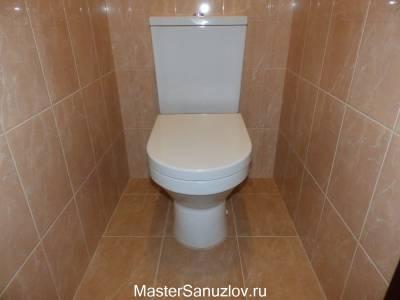 Минималистичный бежевый дизайн туалетной комнаты