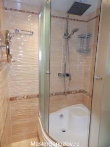 Рельефная керамическая плитка в дизайне ванной