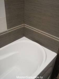 Плитка с текстурой под дерево для ванной комнаты