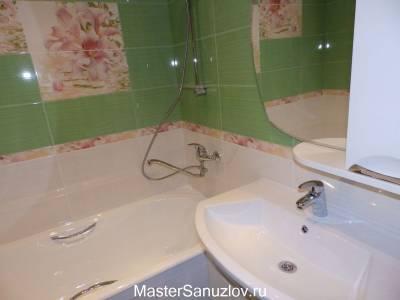 цветочный бордюр в ванной