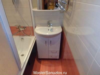 яркий пол в ванной