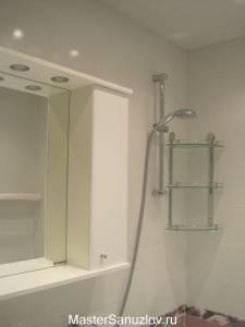 Хромированные детали в оформлении ванной