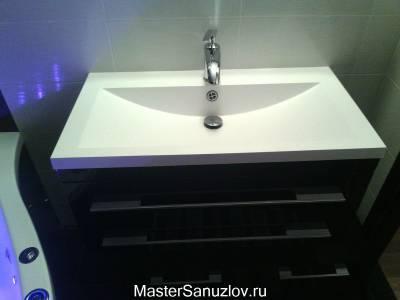 Контрастное черно-белое оформление ванной комнаты