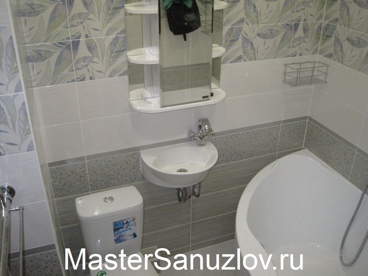 Фото практично обустроенной современной ванной комнаты