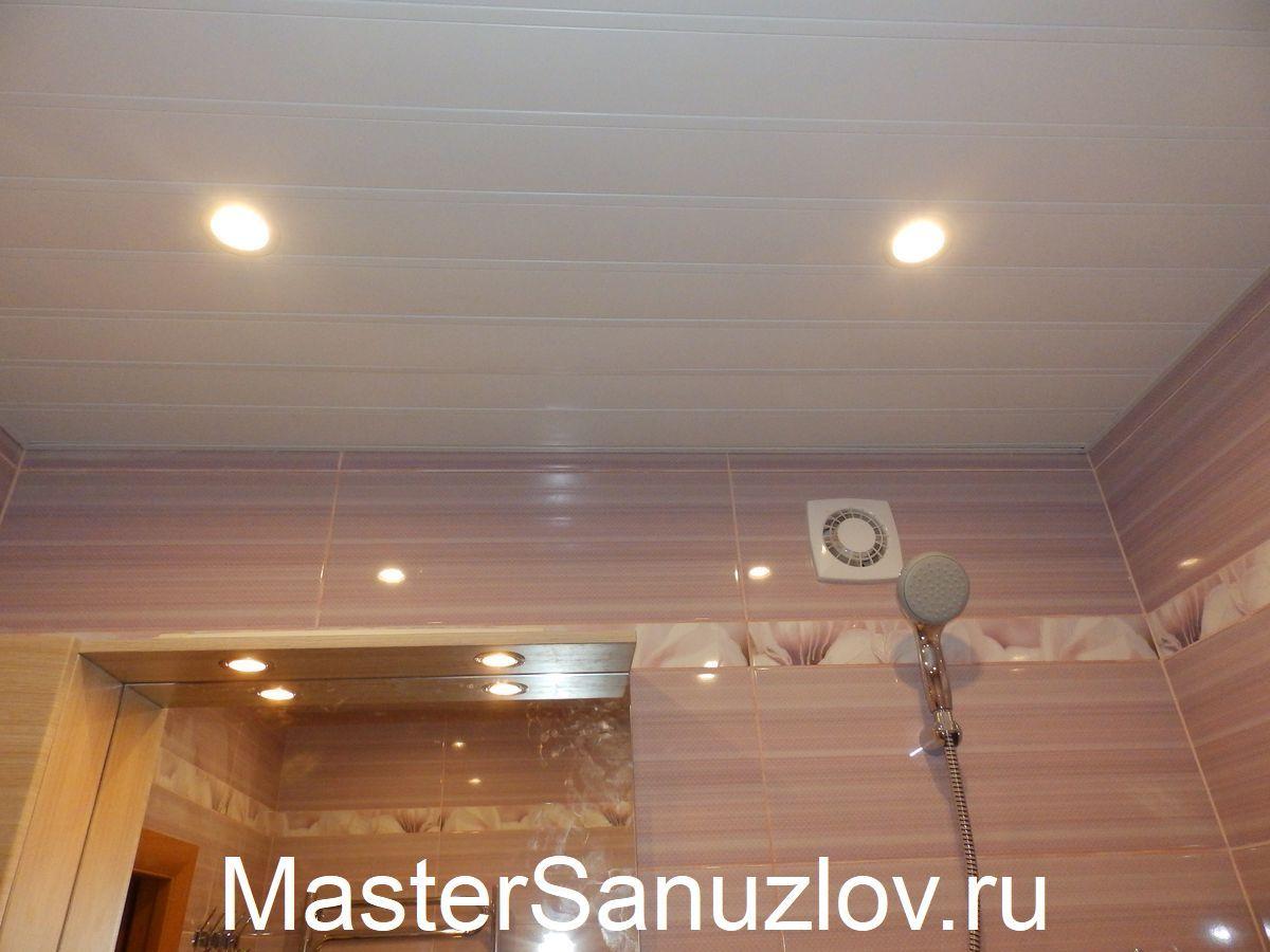 потолок из панелей в ванной