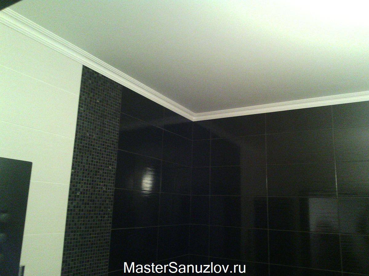 Фото натяжного потолка в ванной комнате