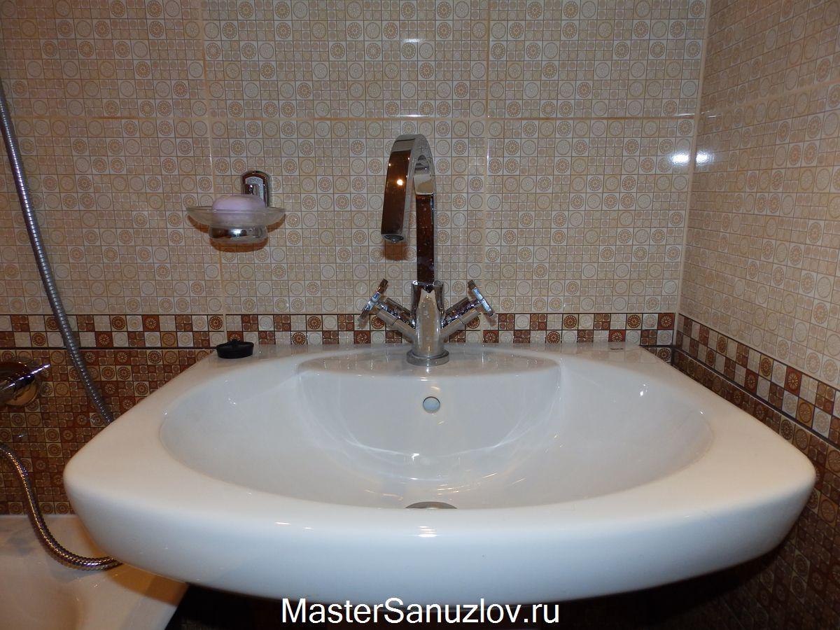 Фото подвесной раковины в ванной комнате, установленной компанией МастерСанузлов